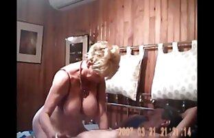 Hon fortsatte gratis porrfilm med äldre damer att festa med gruppen