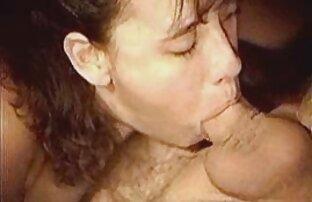 Med en stor kvinna som är kön i alla sprickor och har sexfilmer med äldre kvinnor en sperma, skuren i munnen