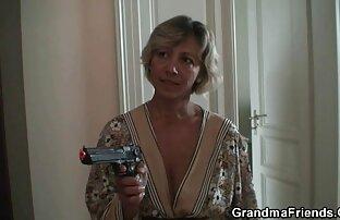 Ung flickvän i sexfilmer med äldre damer alla hål med en stark Carroll