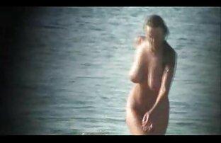 Ingefära fru stärka tyska sexfilmer sin man i stockings få naken