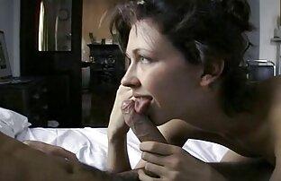 Elegant flicka kommer inte låta mig lesbiska sexfilmer prata i telefon